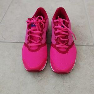 NIKE Training shoe in pink in size 8.5